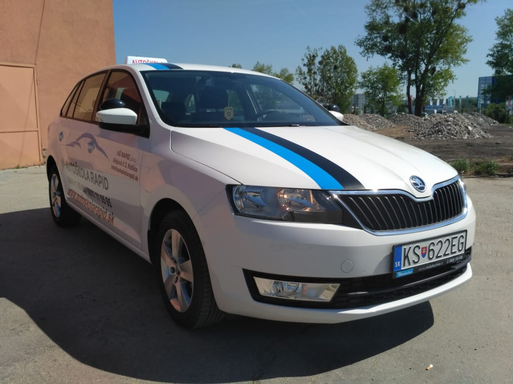ŠkodaRapidbiela.jpg