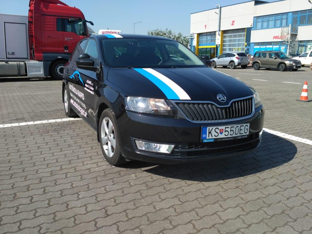 ŠkodaRapidčierna.jpg